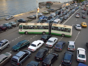 Driving tends to bring out the worst in many of us. Moscow traffic congestion by Nevermind2. CC BY-SA 3.0